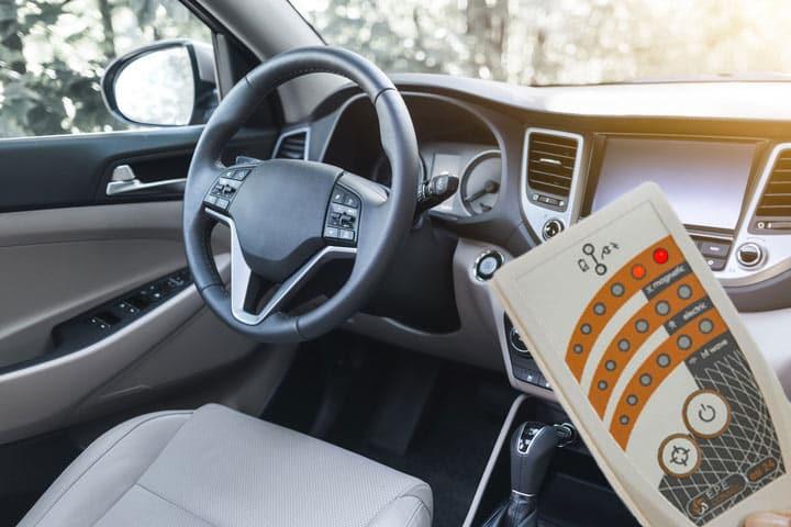 Elektrosmogmessgerät misst im Fahrzeug